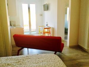 vista divano e cucina